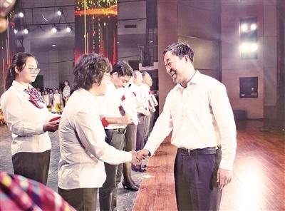 离石区庆祝第三十三个教师节
