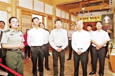 李正印与山西农大党委书记陈利根一行在离石区调研红色旅游发展